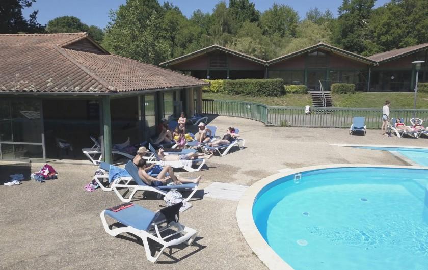 Location de vacances - Camping à Pressignac - Piscine