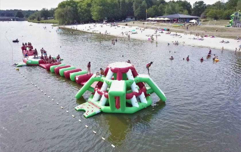 Location de vacances - Camping à Pressignac - Gonflables sur le lac