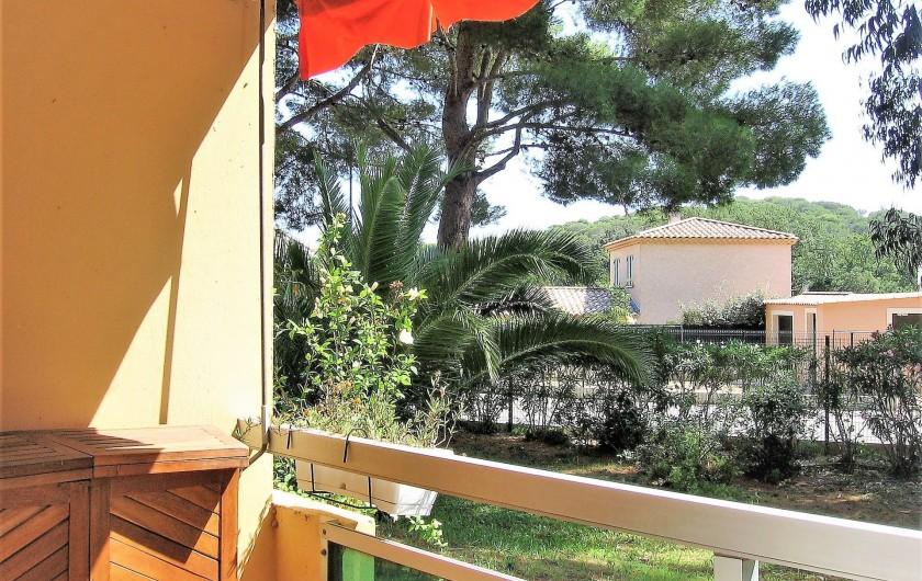 Location de vacances - Studio à Bormes-les-Mimosas - vue du balcon