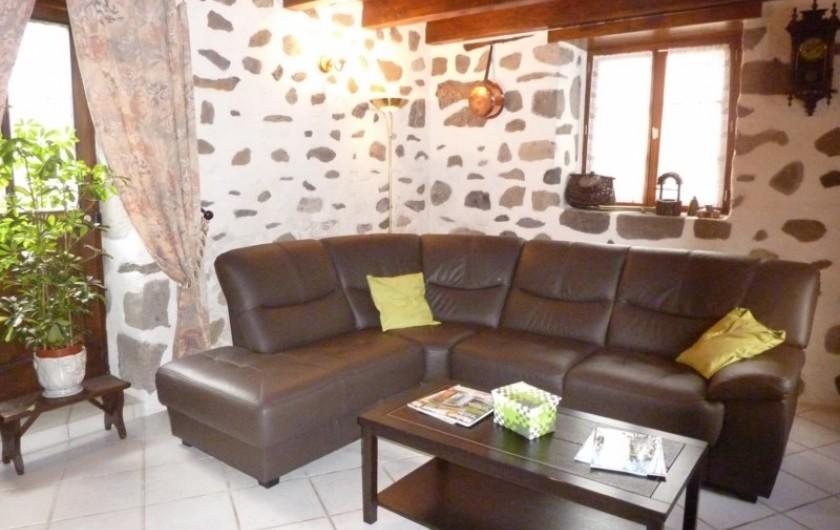 Location de vacances - Gîte à Saint-Étienne-de-Carlat - le bord du barrage 20Km