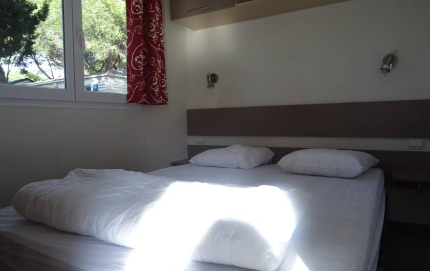 Location de vacances - Bungalow - Mobilhome à Salses-le-Château - chambre adulte 1 lit 140*190