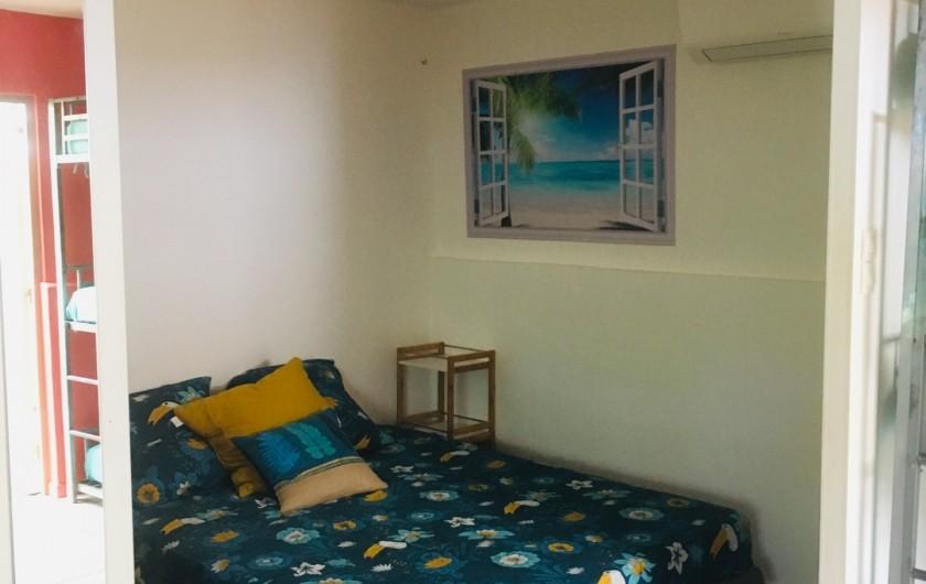 Location de vacances - Gîte à Saint-François - Chambre double avec panneau coulissant