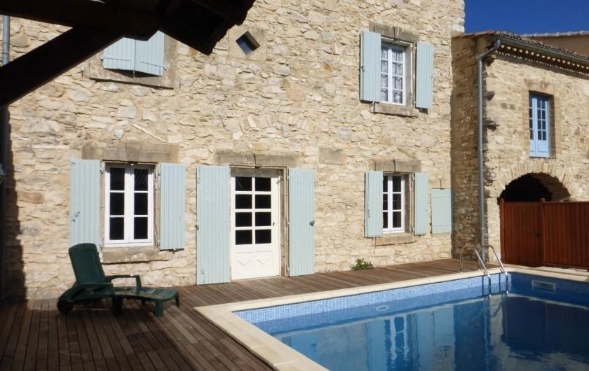 Location de vacances - Mas à Saint-Maurice-de-Cazevieille - Façade et piscine