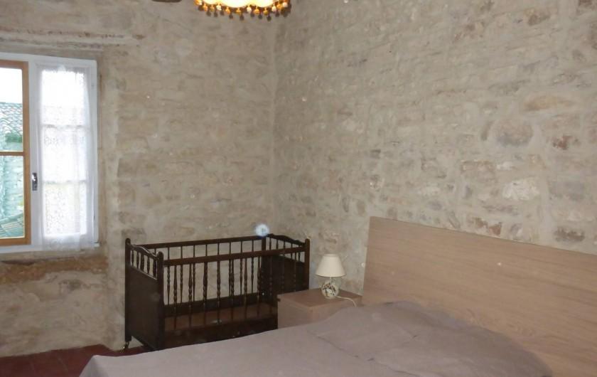 Location de vacances - Mas à Saint-Maurice-de-Cazevieille - Chambre 1 /  Lit 160x200 et lit bébé