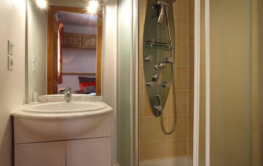 Location de vacances - Chalet à Les Menuires - salle de douche