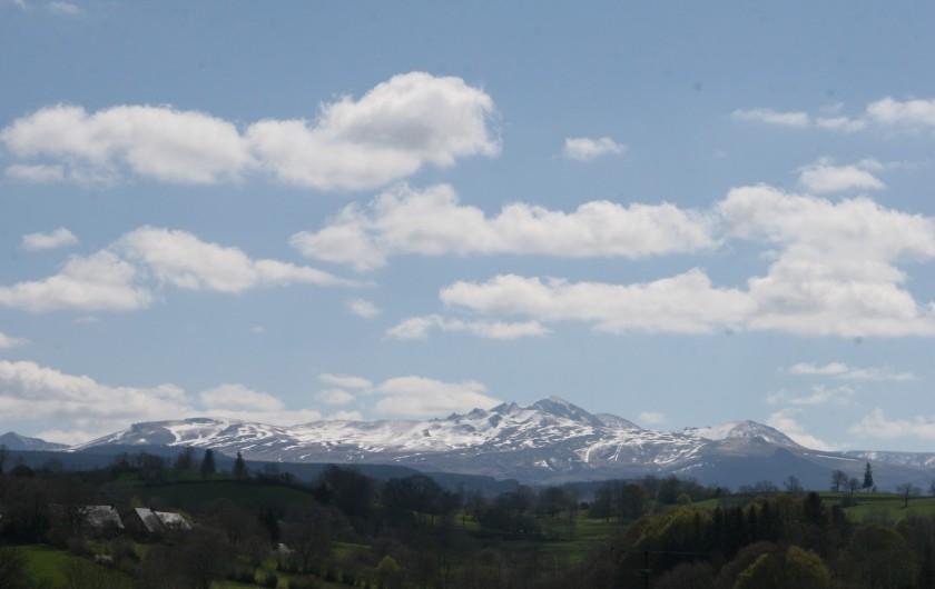 Location de vacances - Chambre d'hôtes à Tauves - Le Puy de Sancy vu du Clos Auvergnat