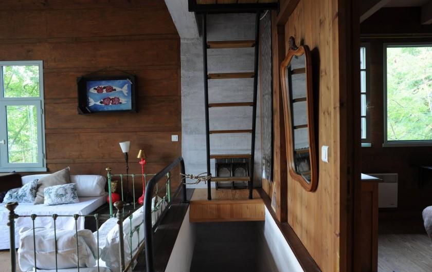 Location de vacances - Chalet à Le Cap Ferret - Echelle de meunier pour la mezzanine .