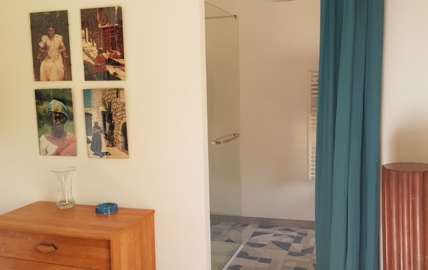 Location de vacances - Gîte à Issac - salle de bains attenante à la chambre double