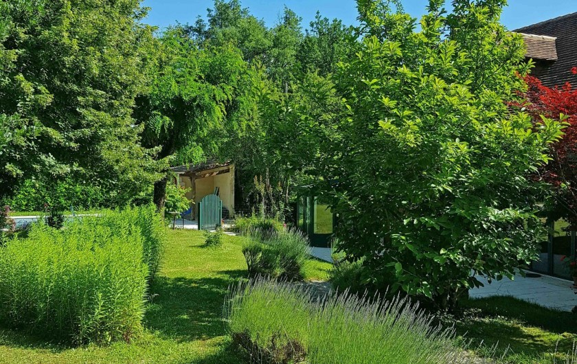 Location de vacances - Gîte à Issac - ambiance jardin