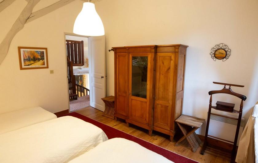 Location de vacances - Gîte à Issac - chambre de plain-pied et sa salle de bains
