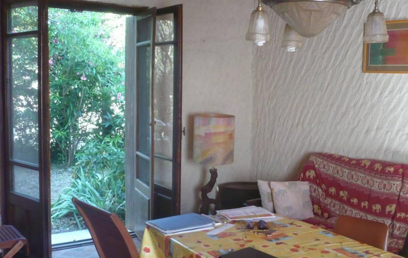 Location de vacances - Maison - Villa à Opoul-Périllos - salon-salle  à manger