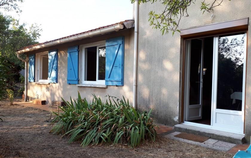 Location de vacances - Maison - Villa à Opoul-Périllos - maison côté jardin