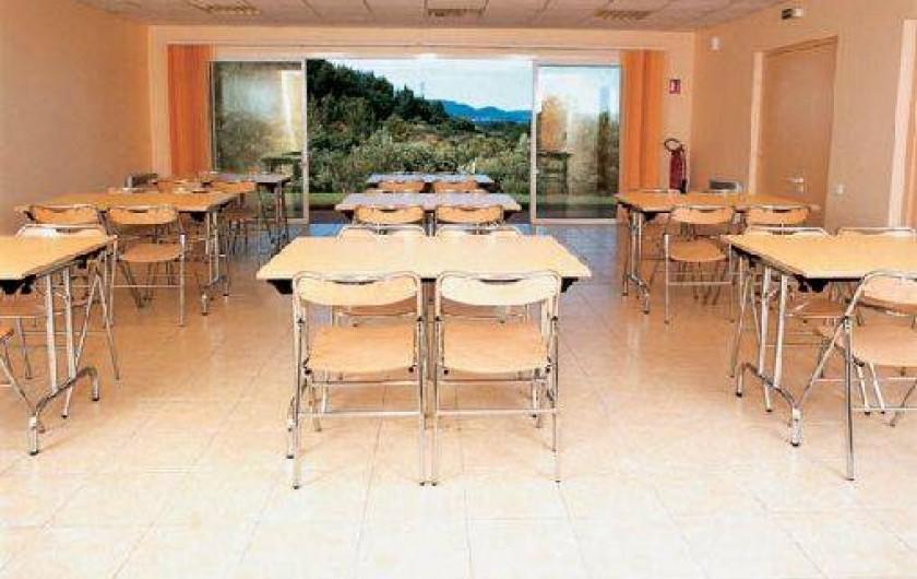 Location de vacances - Gîte à Cuers - La salle de reunion pour les seminaires - Village vacances Lou Bastidou