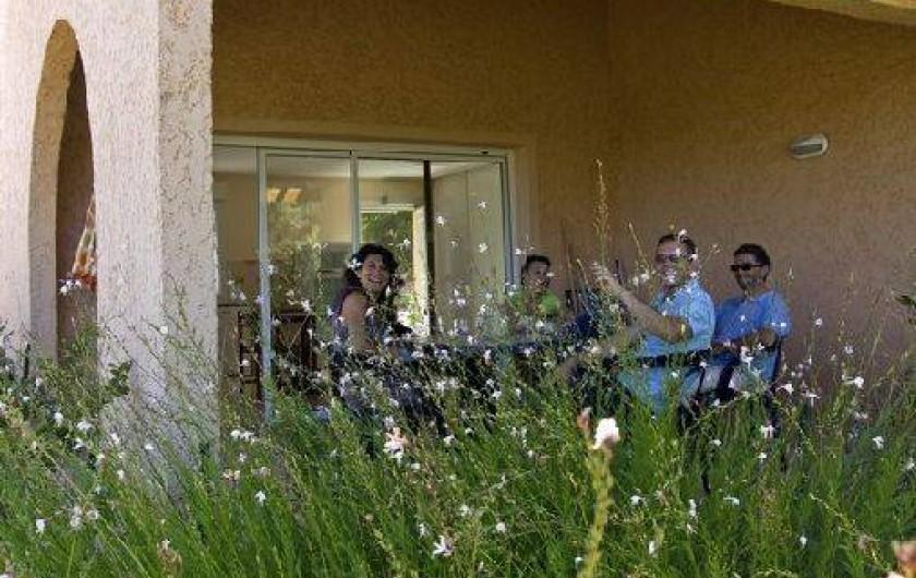 Location de vacances - Gîte à Cuers - Terrasse d'un gite - Village vacances Lou Bastidou