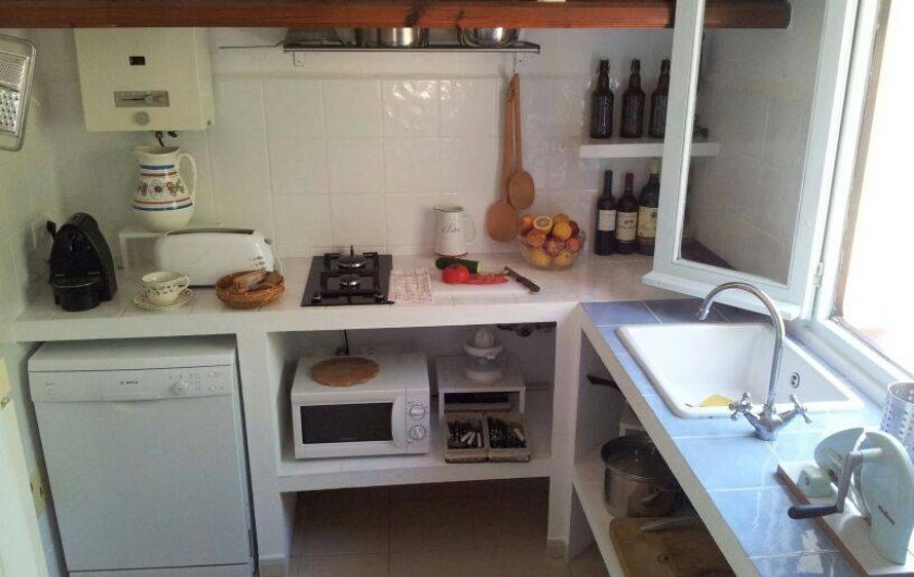 Kitchen. Not in the picture a gas oven, a fridge-freezer and a whashing machine