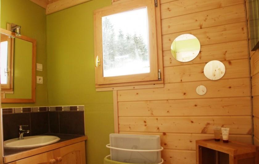 Location de vacances - Chalet à Le Haut-Bréda - 1 des 2 Salles de douche haut- Vue 1