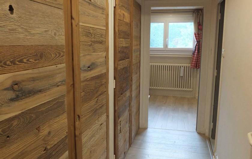 Location de vacances - Appartement à L'Alpe d'Huez - COULOIR ACCES CHAMBRE FAMILIALE - SDB ET WC