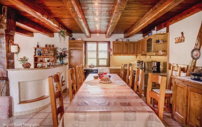 Location de vacances - Villa à Jebsheim - Cuisine séjour avec grande table monastère ..