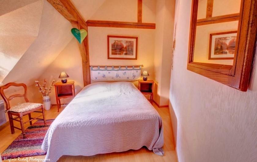 Location de vacances - Villa à Jebsheim - Une deuxième chambre a l'étage avec un lit double..