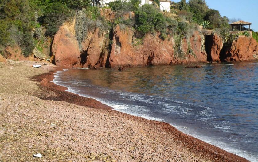 Location de vacances - Villa à Anthéor - Calanque située à 300 m de la maison.