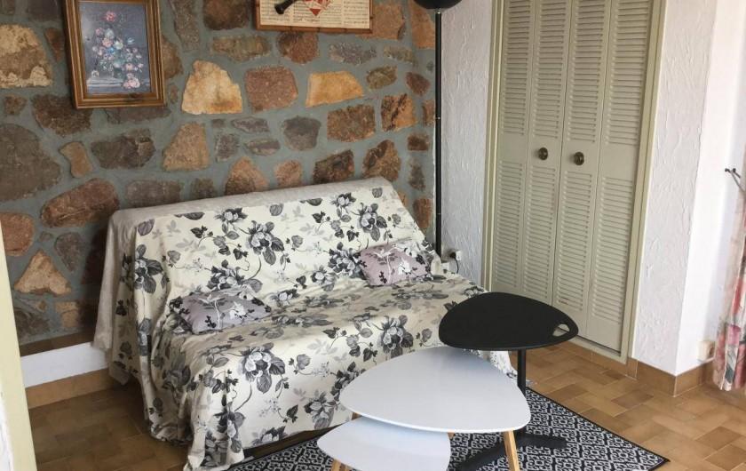 Location de vacances - Villa à Anthéor - Coin salon du studio en Rez de jardin.