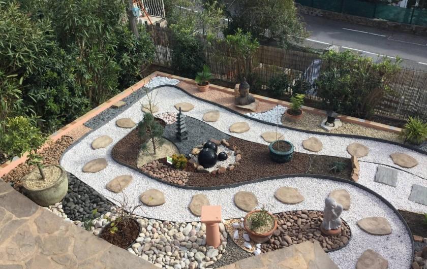 Location de vacances - Villa à Anthéor - Vue sur le jardin Zen de la piscine