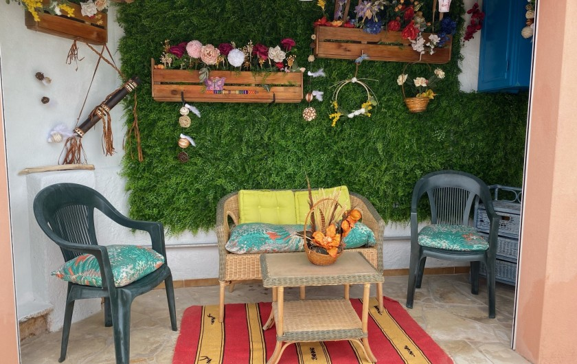 Location de vacances - Villa à Anthéor - Salon exotique de la piscine.