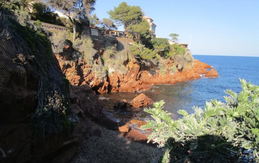 Location de vacances - Villa à Anthéor - Crique de galets à 300 mètres