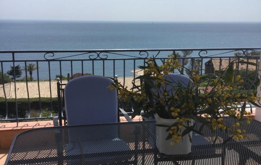 Location de vacances - Villa à Anthéor - Salle à manger de la terrasse.