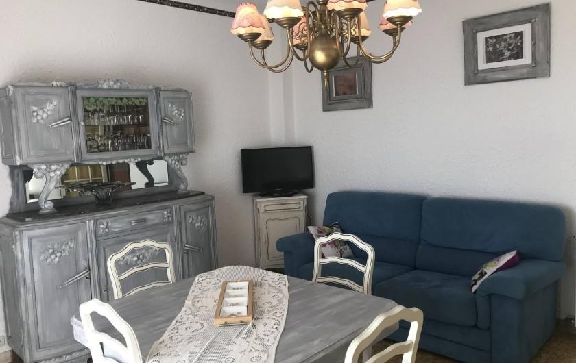 Location de vacances - Villa à Anthéor - Salon villa exposition sud, accès terrasse et vue sur mer.