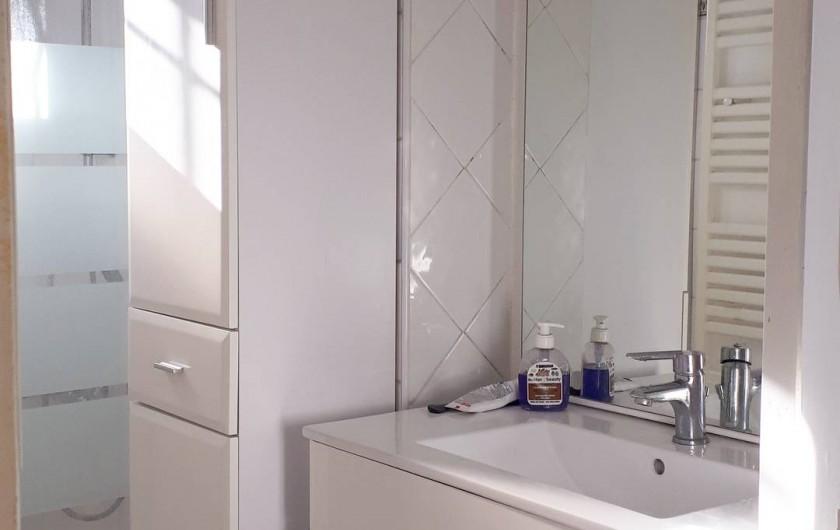 Location de vacances - Appartement à Sainte-Maxime - salle de douche