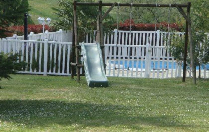 Location de vacances - Maison - Villa à Ornézan - vue du jardin vers piscine