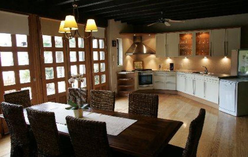 Location de vacances - Gîte à Beylongue - salle à manger et cuisine