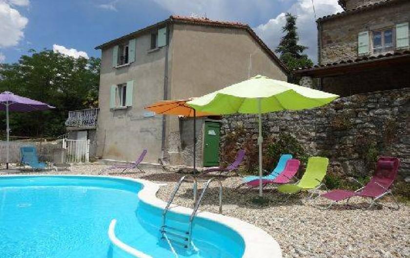 Location de vacances - Gîte à Saint-Paul-le-Jeune - Gite La Source  vue de puis la piscine