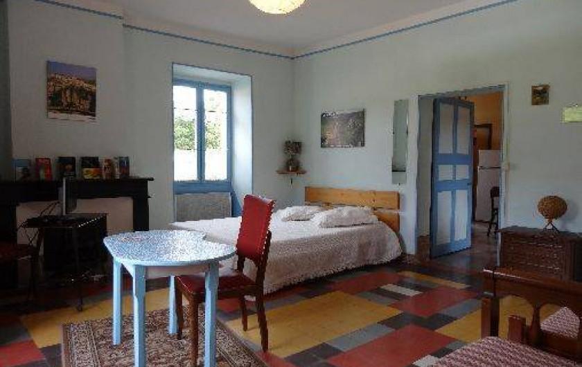 Location de vacances - Gîte à Saint-Paul-le-Jeune - Gite La Fontaine Chambre bleue  4 couchages