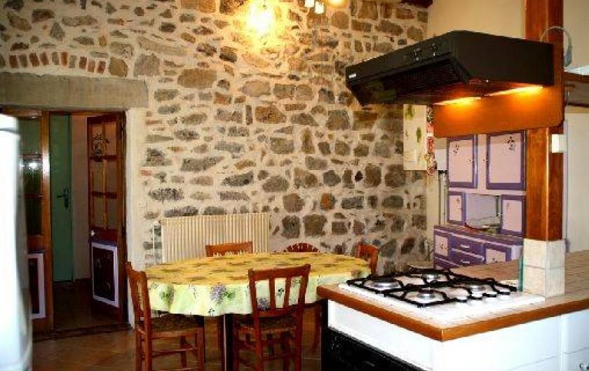 Location de vacances - Gîte à Saint-Paul-le-Jeune - Gite Le Lavoir salle a manger