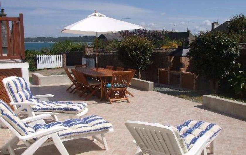 Location de vacances - Villa à Perros-Guirec - Terrasse (40 m2) exposée Sud