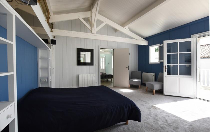 Location de vacances - Villa à Sainte-Marie-de-Ré - Suite 6- Lit double, dressing, salle de bain (baignoire) + Salle d'eau et WC