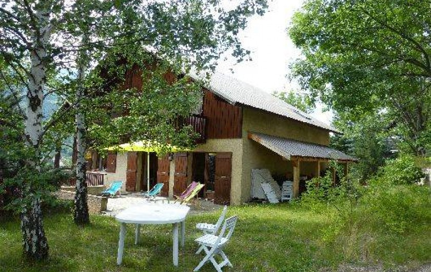 Location de vacances - Chalet à Briançon - terrasse en été