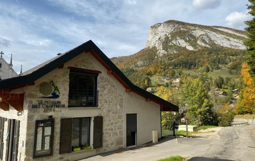 Location de vacances - Gîte à Saint-Pierre-d'Entremont - Le Moulin des Chartreux aux couleurs d'automne