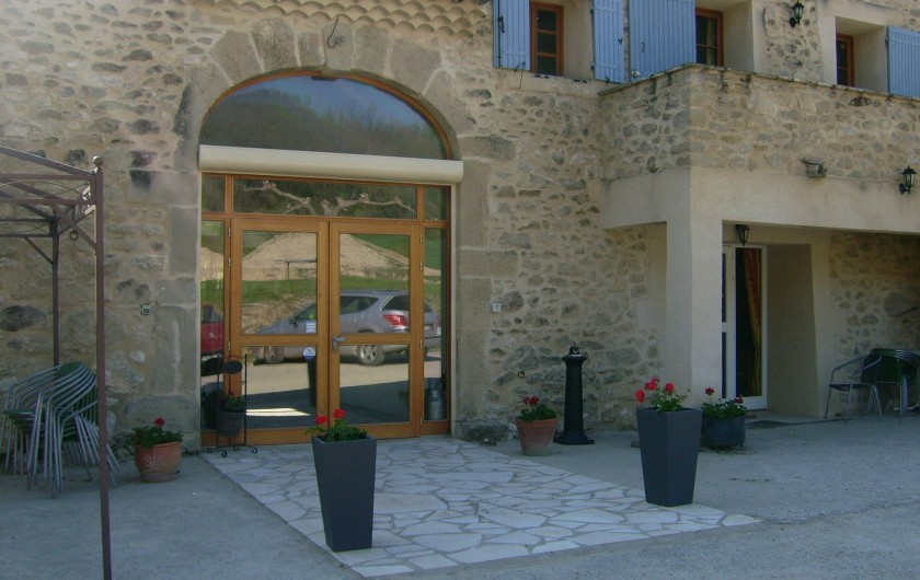 Location de vacances - Chambre d'hôtes à Divajeu - l'entrée