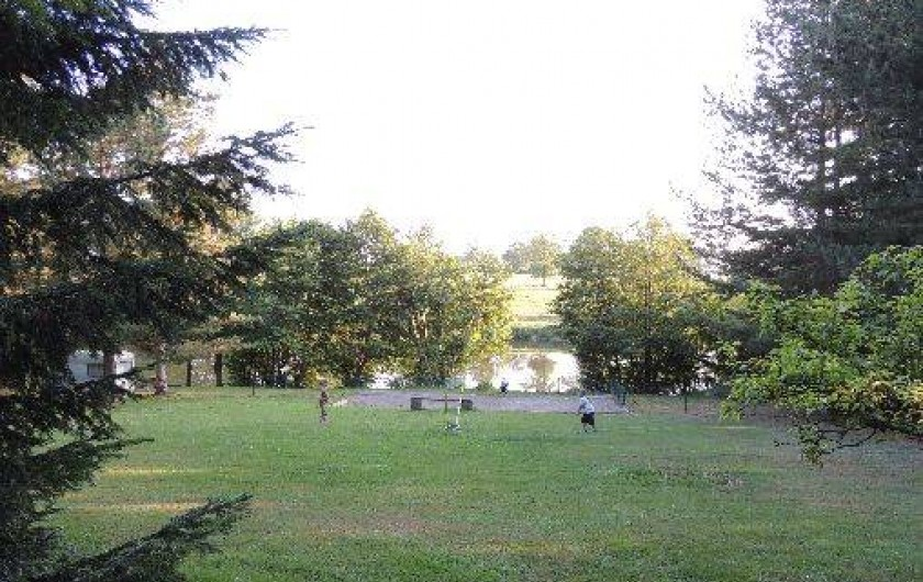 Location de vacances - Gîte à Lapeyrouse - la vue sur le lac depuis les Gites
