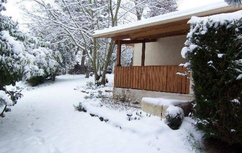 Location de vacances - Gîte à Lapeyrouse - la terrasse couverte en hiver.