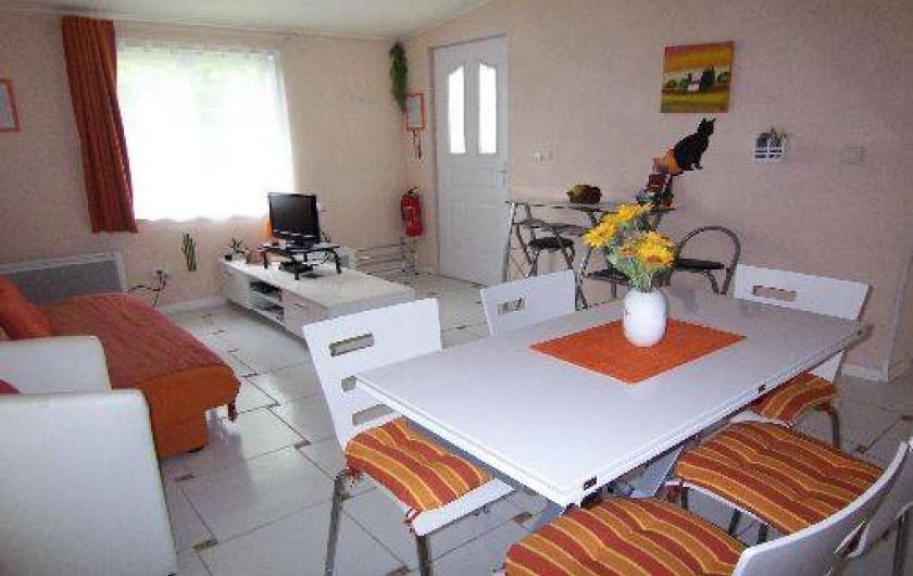 Location de vacances - Gîte à Lapeyrouse - Sécotine salon/salle à manger