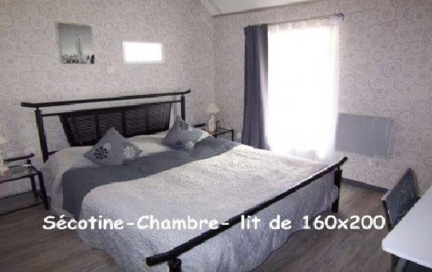 Location de vacances - Gîte à Lapeyrouse - Chambre grand lit 160