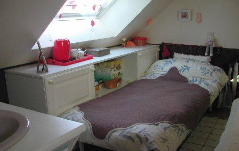 Location de vacances - Villa à Piriac-sur-Mer - Lit d'1 personne dans la grande chambre salon-du-soir à l'étage, rangements..