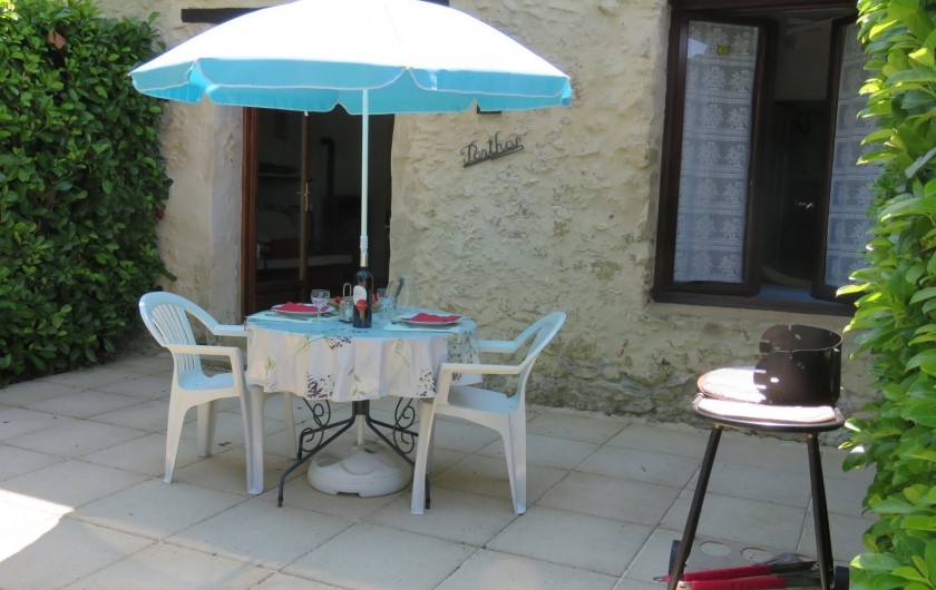 Location de vacances - Gîte à Justian - Jardin privé de notre gîte Athos pour 2/3 personnes.