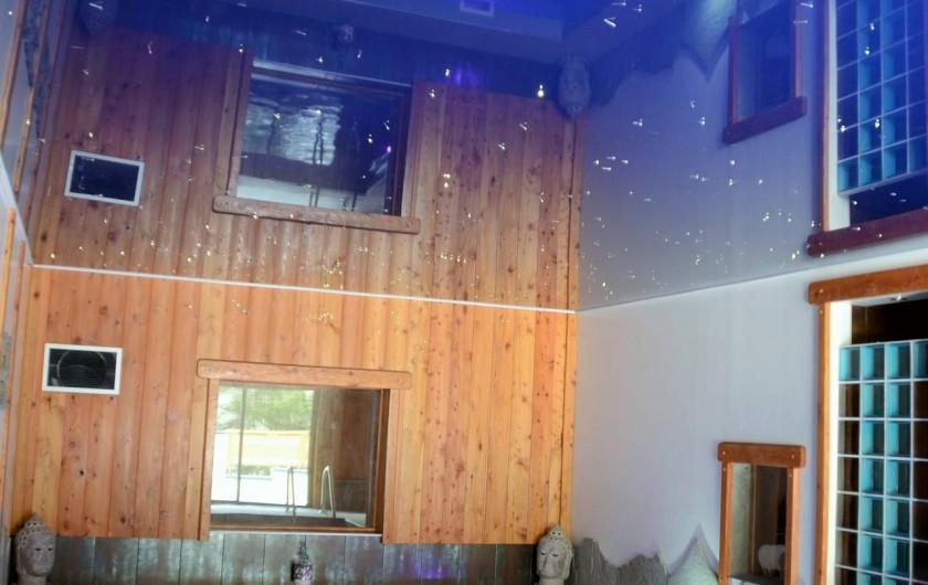Location de vacances - Chambre d'hôtes à La Salle-les-Alpes - Piscine  intérieure Chauffée balnéo
