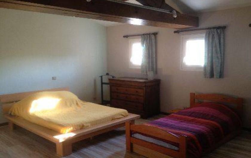 Location de vacances - Villa à Cruas - Ch L'olivier à l'étage Lit 140 draps fournis avec placards. Bureau, lit 90&BZ