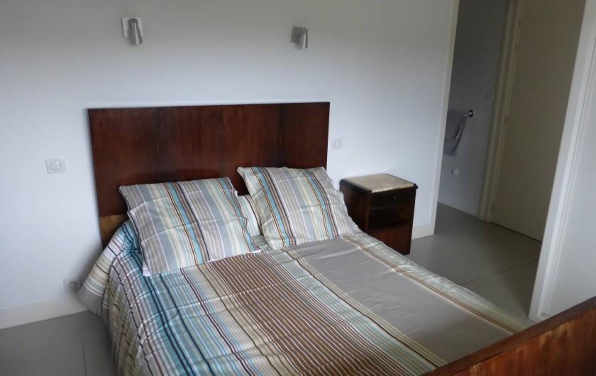 Location de vacances - Appartement à Soorts-Hossegor - appartement n°2:  chambre exposition Est avec sa salle de douche